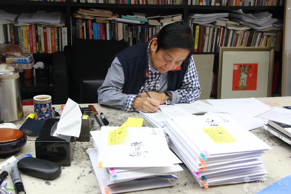 韩美林先生亲自批改学生考卷-韩美林招博士生,率先免试外语图片